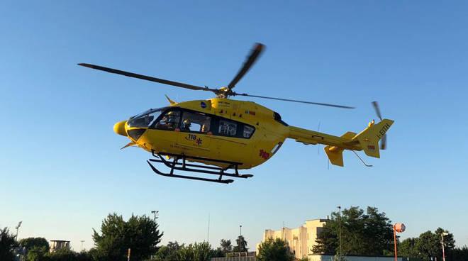 L'uomo è stato soccorso dall'elicottero