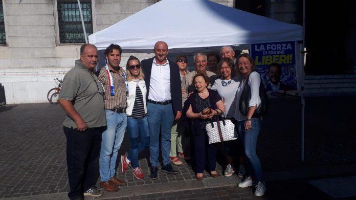 Presenze record ai gazebo della Lega per sostenere Salvini: 5000 le firme raccolte