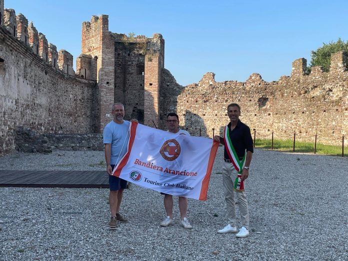 Ponti sul Mincio conquista la Bandiera Arancione. Conferme per Sabbioneta, Solferino e Castellaro Lagusello